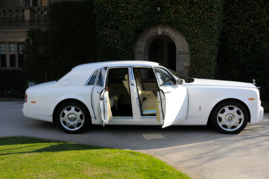 Get Luxury Car To Make Prom Day More Special Prom Car Luxury Cars Luxury Car Hire