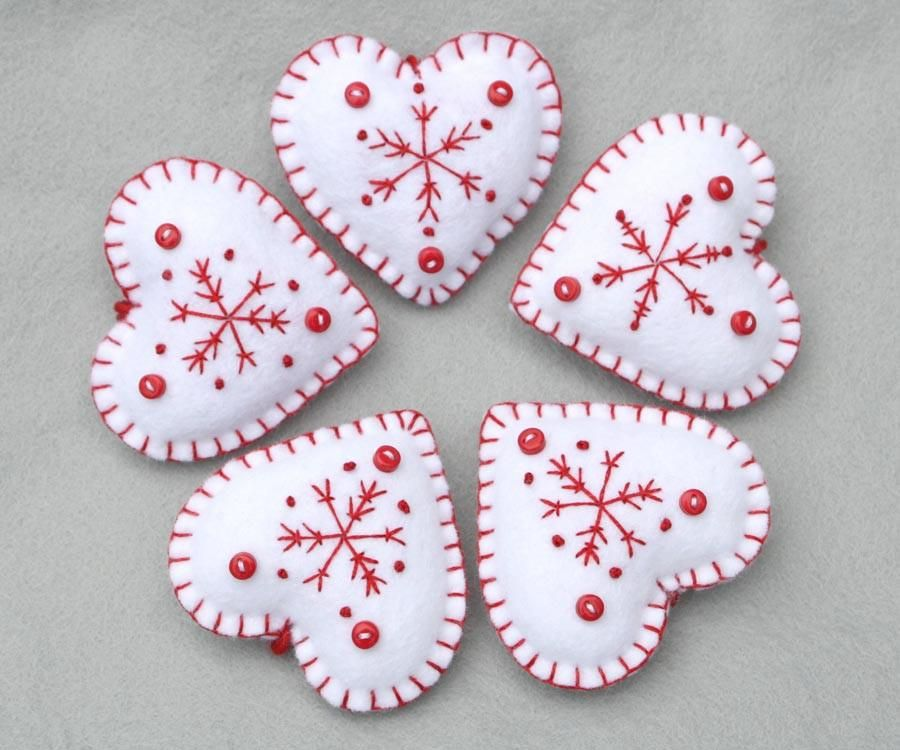 Snowflake heart Christmas ornaments in red and white #whiteembroidery