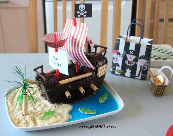 anniversaire pirate et son g teau gateau bateau pirate bateau pirate et bateaux. Black Bedroom Furniture Sets. Home Design Ideas