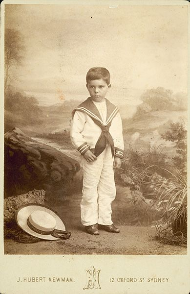Sailor_Suit_-_Oxford_St_Sydney_-_John_Hubert_Newman.jpg (389×600)
