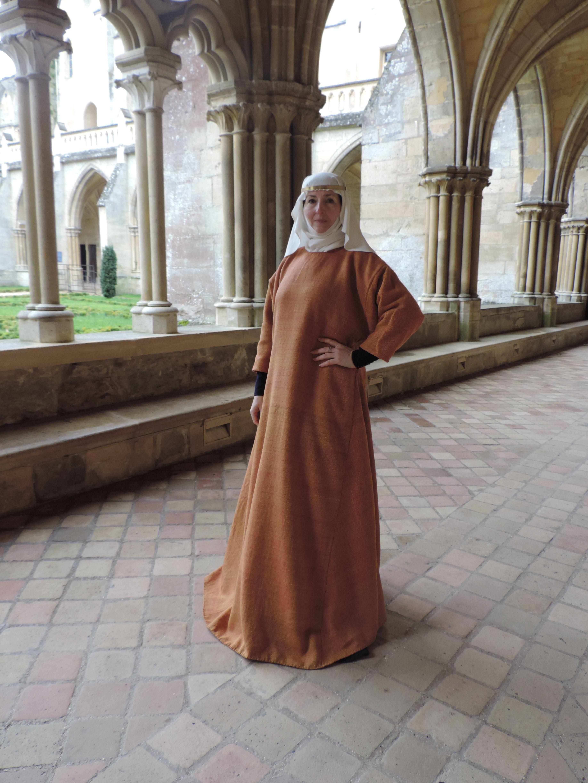 Surcot 13th century