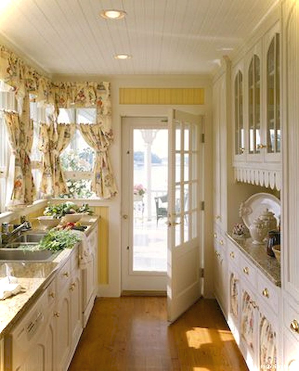 Nice 44 Small Kitchen French Country Style Ideas Https