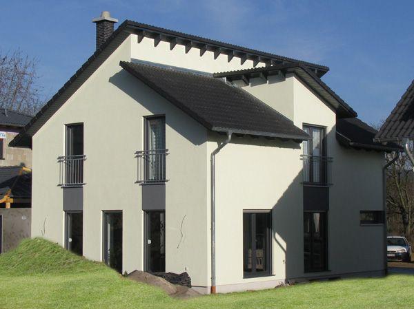 Moderne häuser mit versetztem pultdach  Beeindruckende Moderne Zeitgemäßes Pultdach und modern angeordnete ...