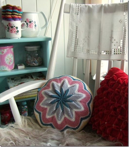 Sols(tr)ikke by Solveig. Round crochet pillow made with chevron ...
