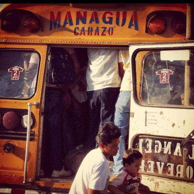 Acomodándose en el trayecto que va de Managua a Carazo.