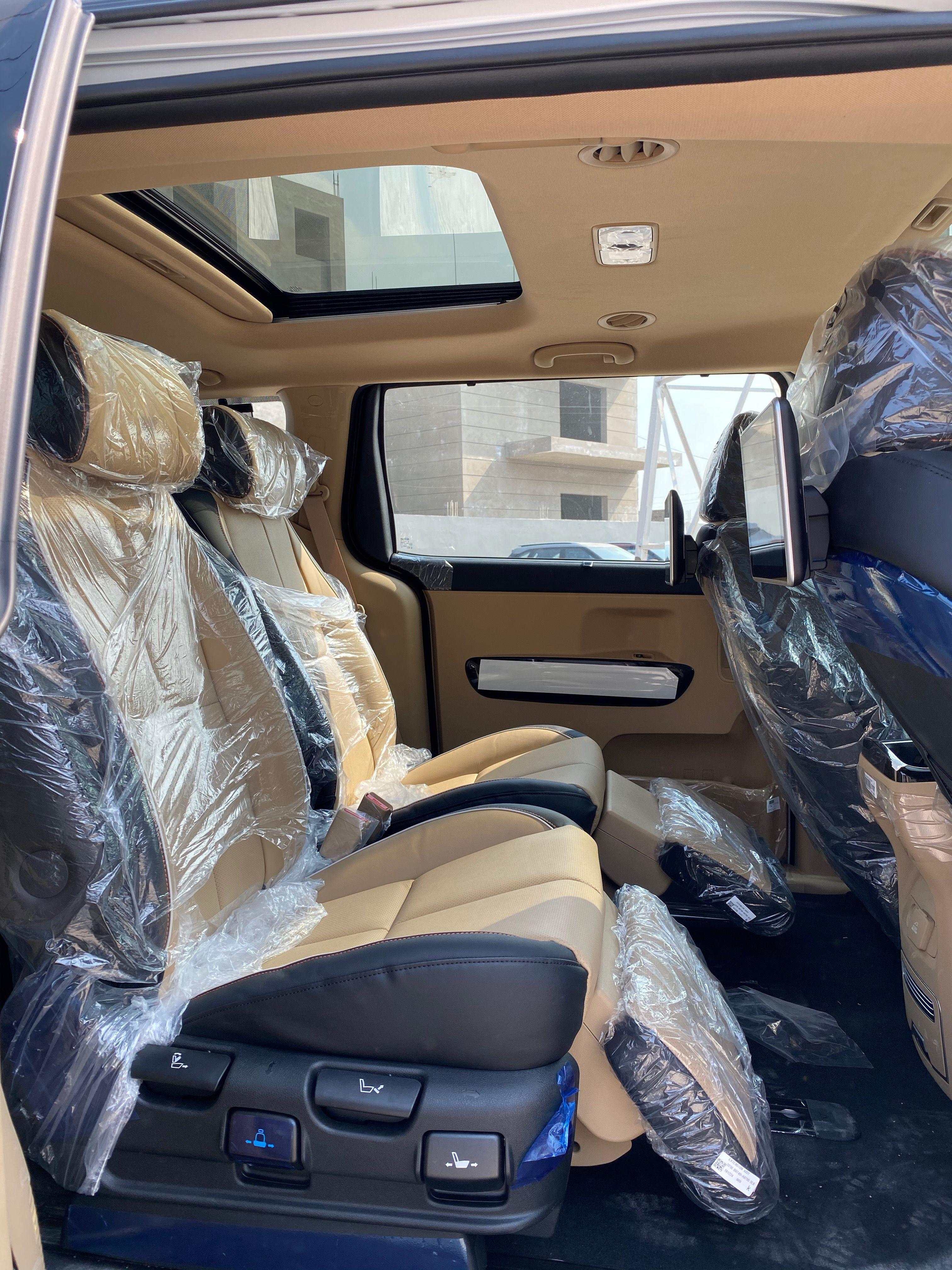 Kia Carnival Limousine Auto 40 Lakh Real Life Review In 2020 Kia Sedona Kia Limousine
