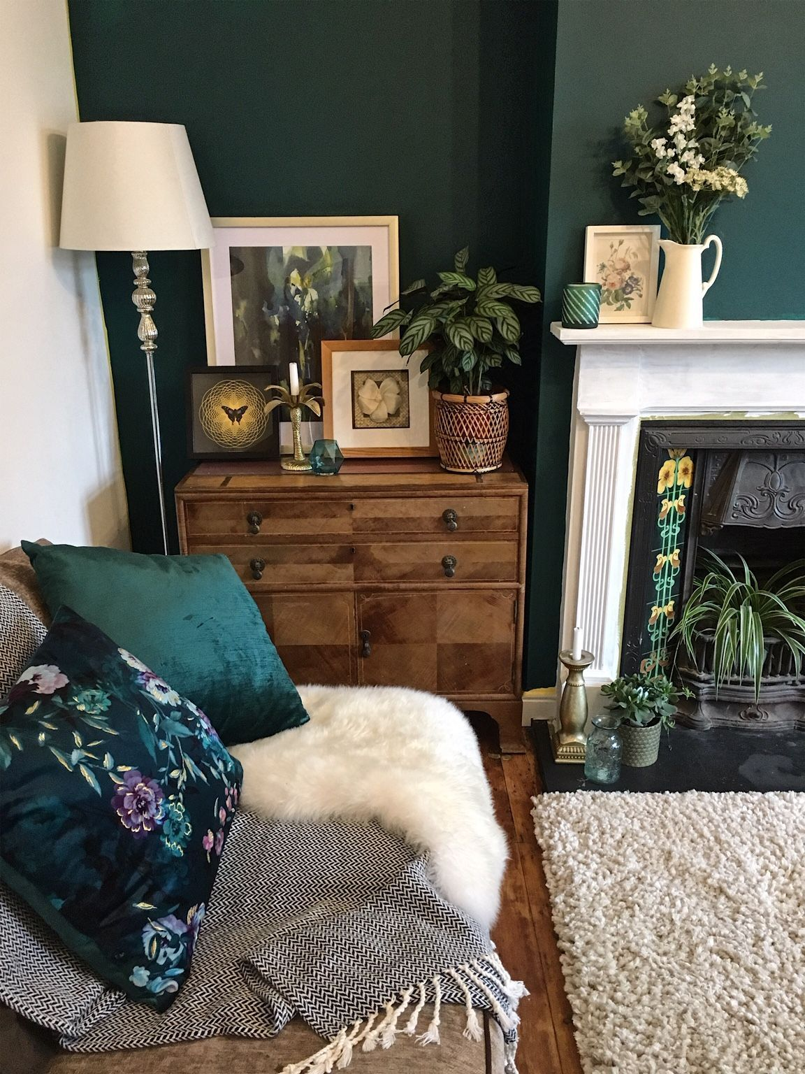 One of my first pictures of the dark green wall on my Instagram page. How to use dark green in the living room #melaniejadedesign #homedecorideas