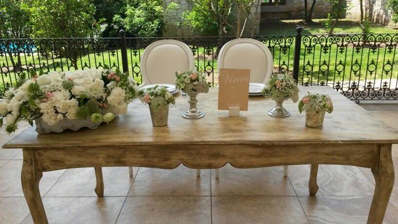 #Mesa de Novios #Minirosas, velo de novia, laxfort, hortencias #Detalles en plata