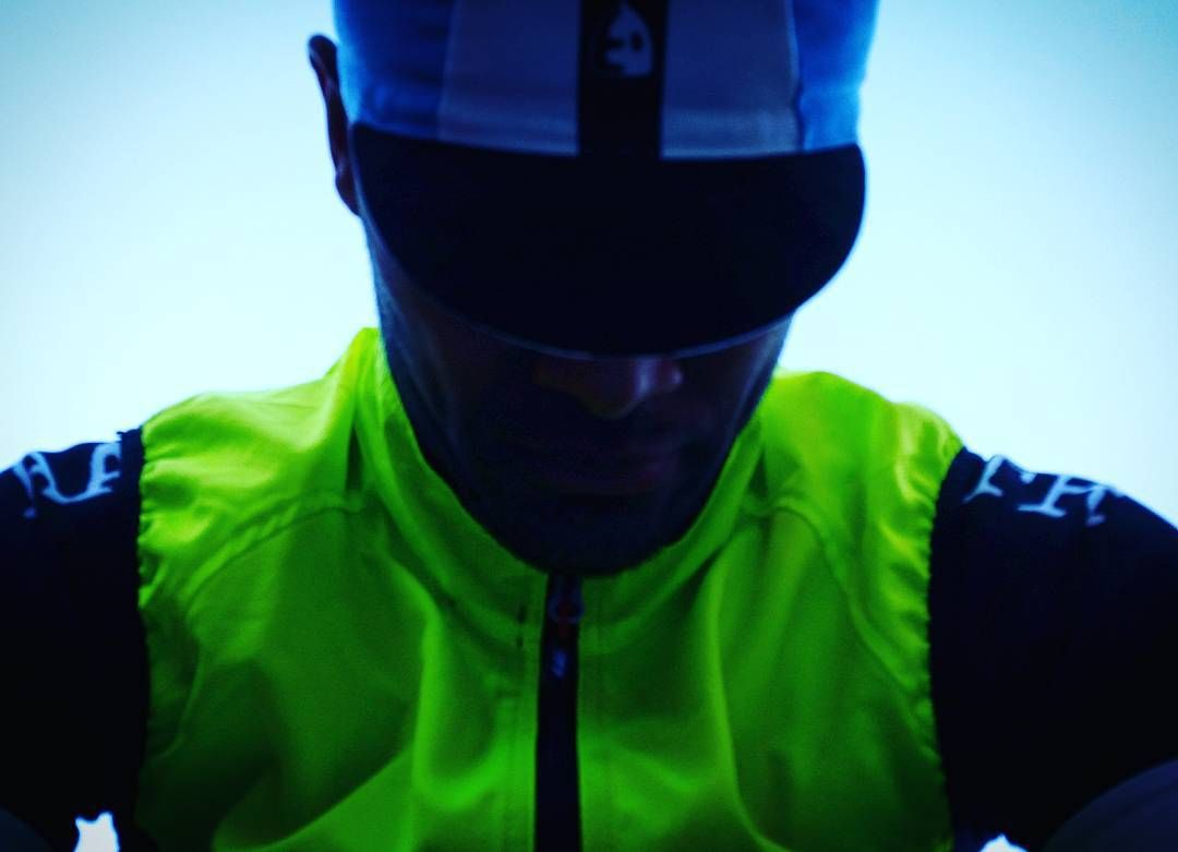 If you're heading out for a #ride in low light - glow as you go! #ridesafe #ridehappy  #AATR #allabouttheride #cycling #roadbike #roadcycling #mtb #lovecycling #BeSeen #hiviz #glowasyougo #commutebybike #cycletowork #wintertraining