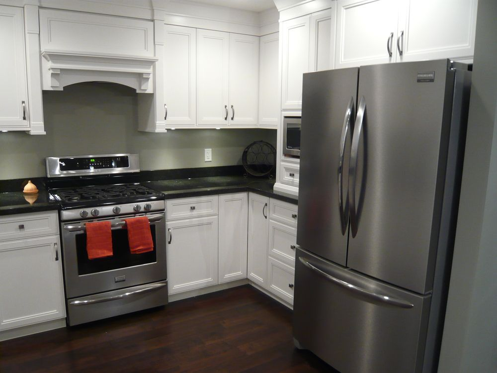White cabinets black granite dark hardwood stainless for Kitchens with black appliances