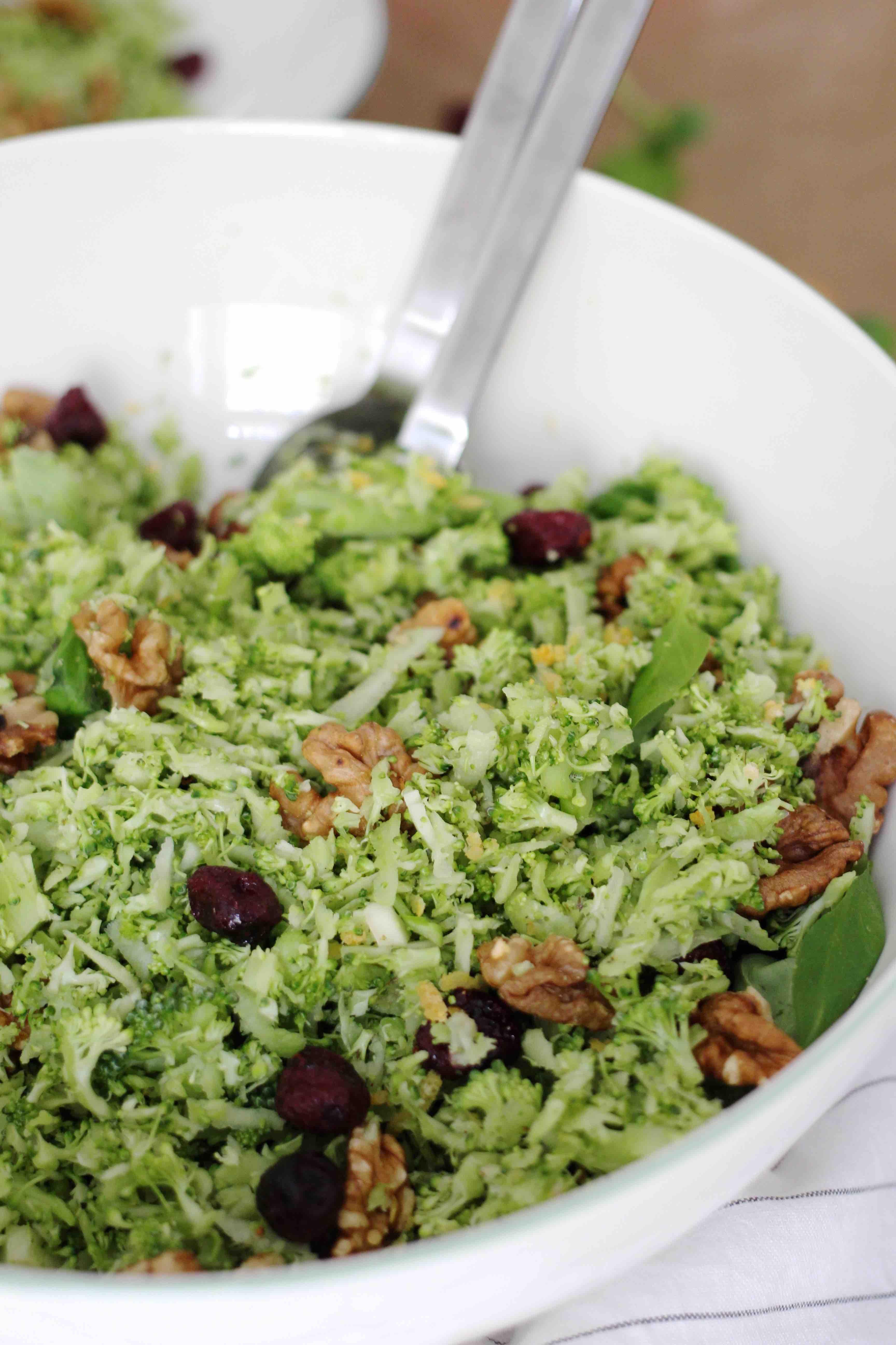 Brokkolisalat mit Nüssen, Broccoli Salad