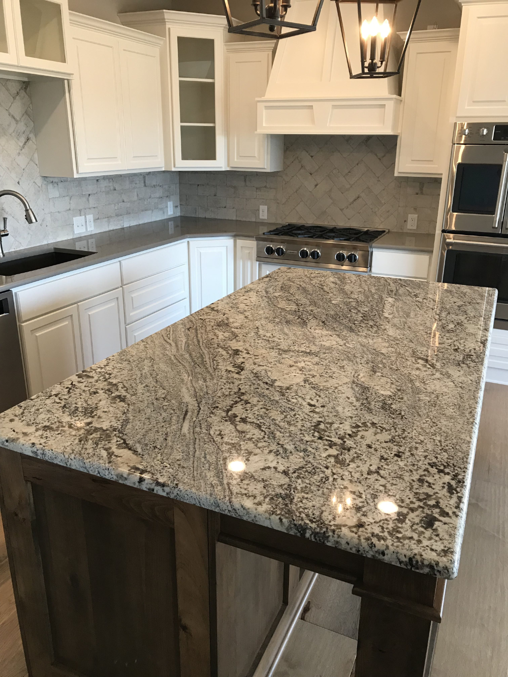 Nevaska Granite With White Cabinets Google Search In 2020 Granite Countertops Kitchen Granite Kitchen Granite Countertops