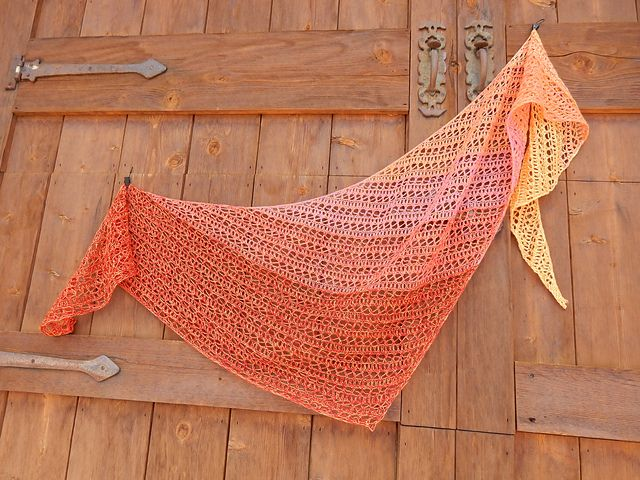 Ravelry: Reversa pattern by Lisa Hannes €4.00 EUR about $4.66