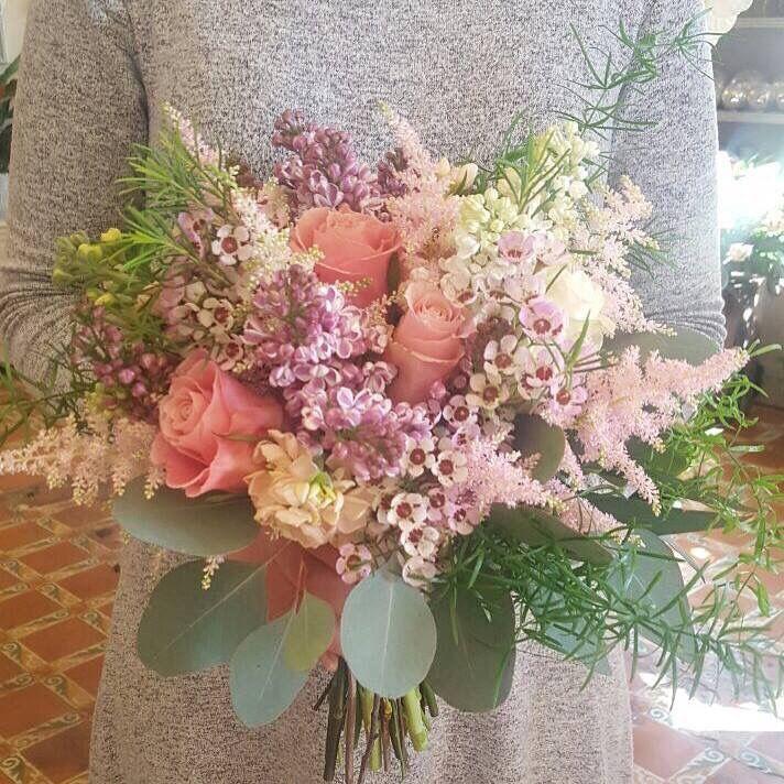 #Bridalbouquet  #springwedding #bodas #flowerssitges #sitgesflowershop #springflowers #ramodenovia #bodasprimavera #weddingssitges