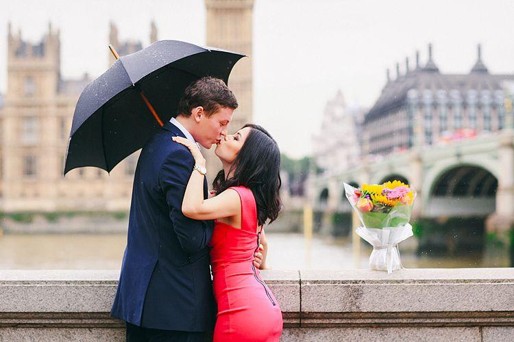 engagement pre wedding couples love story photo shoot westminster London tower bridge rainy day big ben south bank (16)