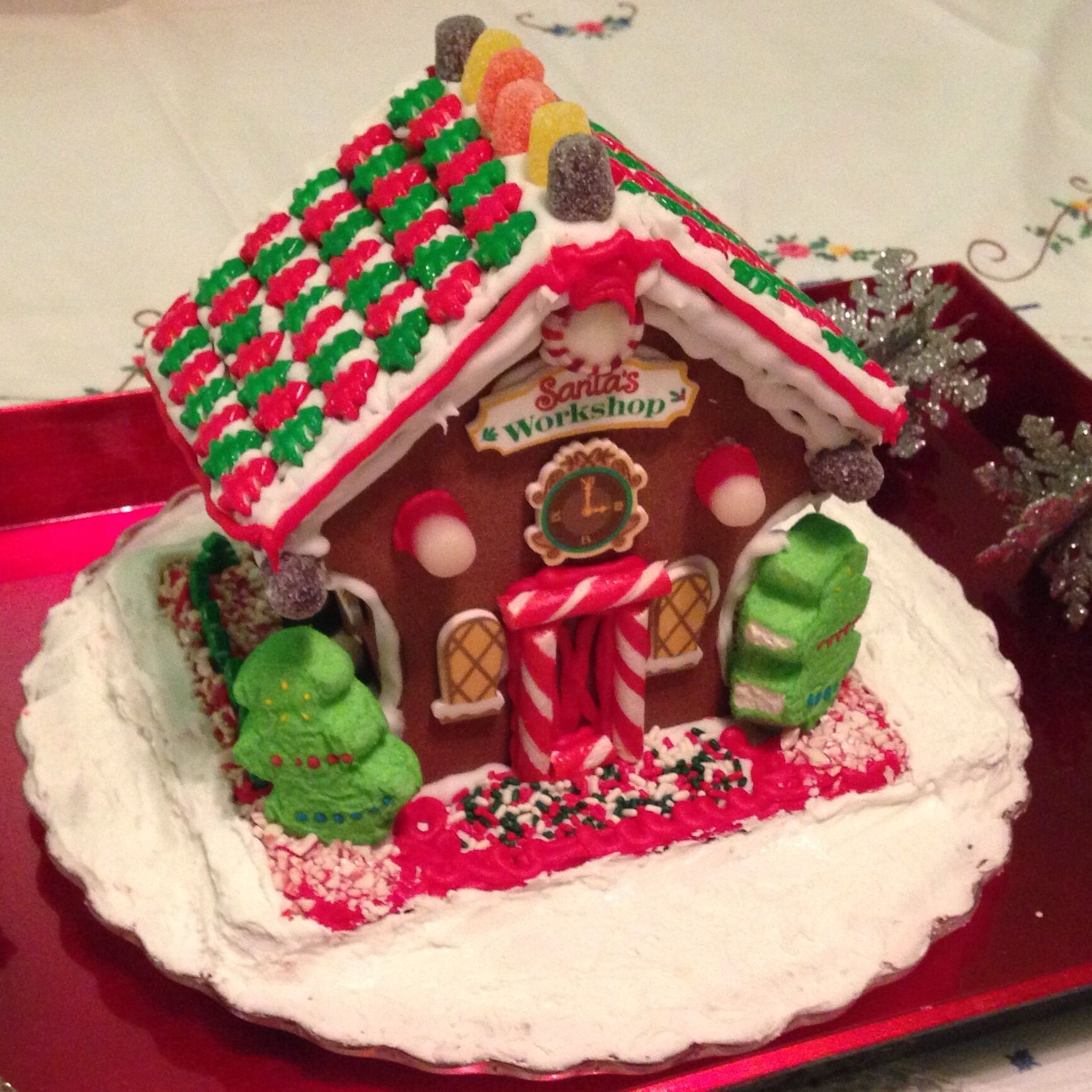 Gingerbread house (With images) Gingerbread house