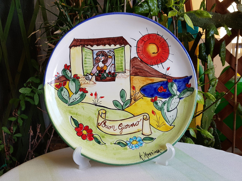 Come Appendere Piatti In Ceramica piatto decorativo in ceramica siciliana. piatto decorato a