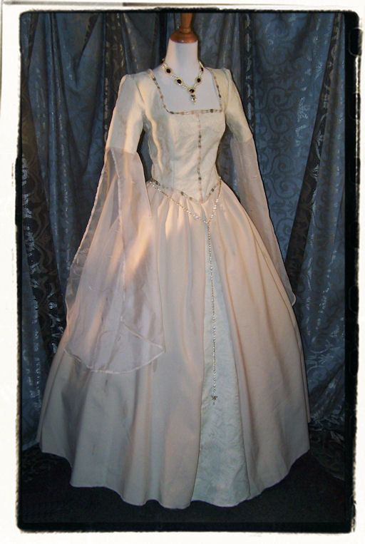 Angelic Tudor Renaissance Wedding Gown Bust 36 By Recycledrockstah 275 00