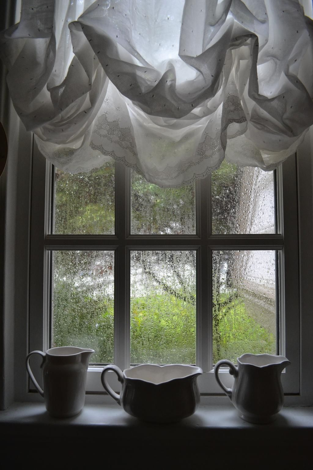 Cottage Fix Kitchen Window In The Rain Ivy House Home