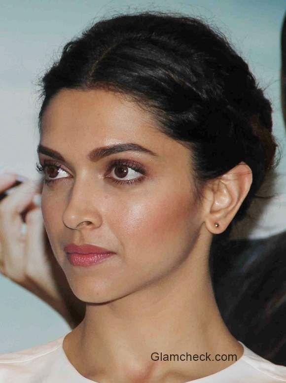 Deepika Padukone Eyebrows Google Zoeken Deepika Padukone Hair Wedding Hairstyles Trendy Wedding Hairstyles