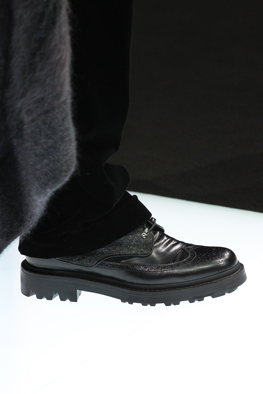 Giorgio Armani Fall 2016 Ready To Wear Fashion Show