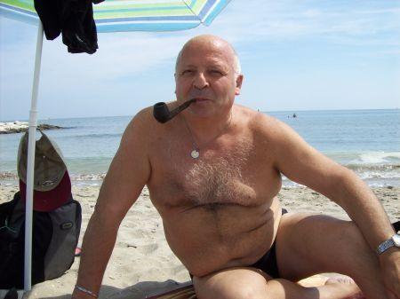 Naked women sucks dicks