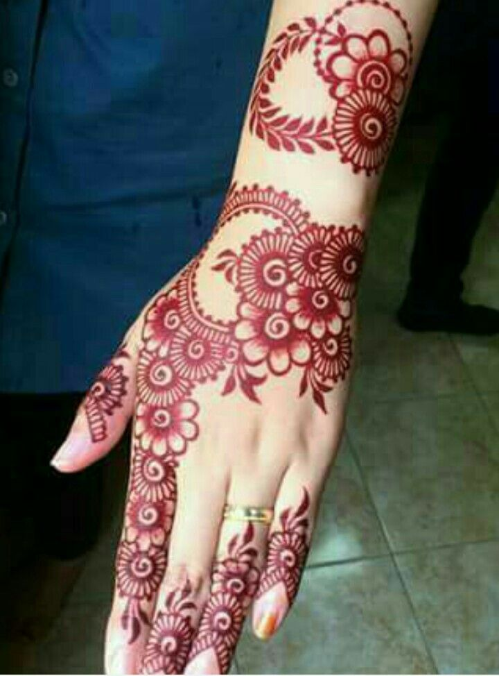 Wrist Tattoo Designs Henna Eid: 27.Many Flowers Red Back Henna Design
