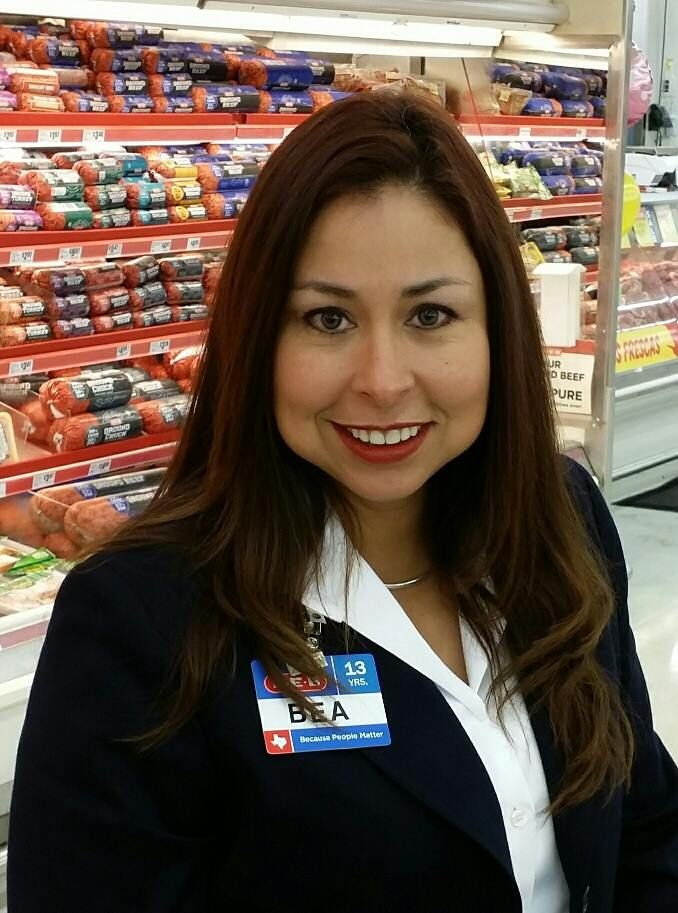Meet Bea One Of Store Leaders Who Has Been With H E B For 12 Years And Read More About Her Story I Started As A Train H E B Texas Jobs Best Places To Work