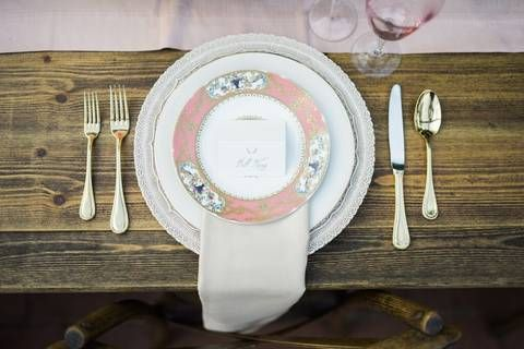Real Wedding with POSH Couture Rentals and Jen Rios Weddings | Get the Look with P.O.S.H.  Arte Italica Charger  Simply Ivory China  Charles Sadek Sevres Plates  Gold Lyons Flatware  Light Pink Chloe Goblets  Gold Floral Lace Champagne Flutes