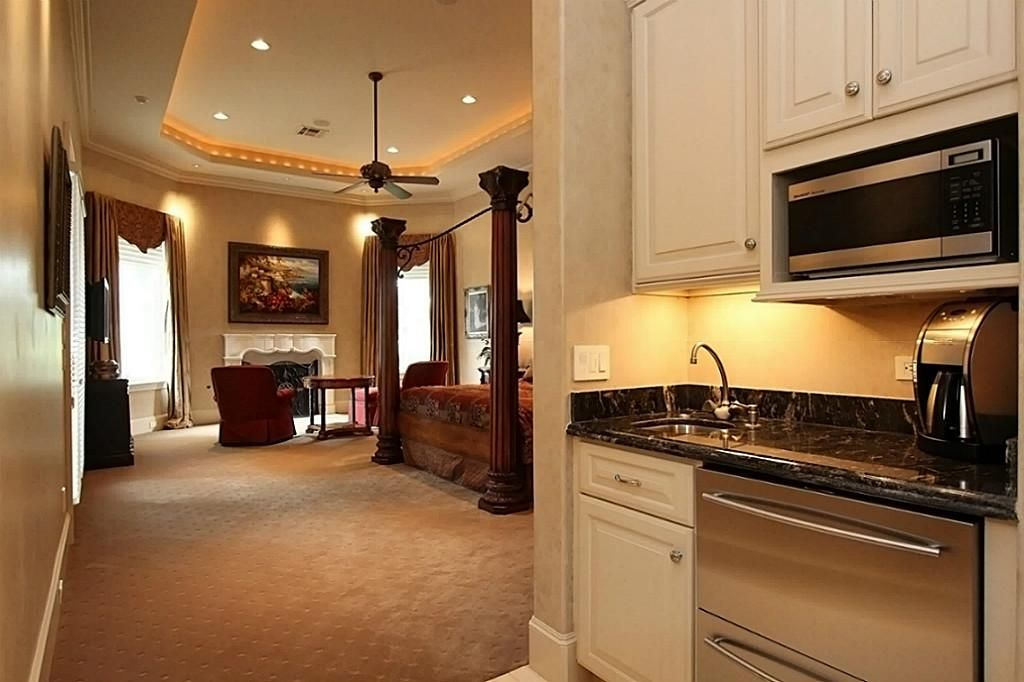 MASTER BEDROOM COFFEE BAR - You will enjoy all the ...
