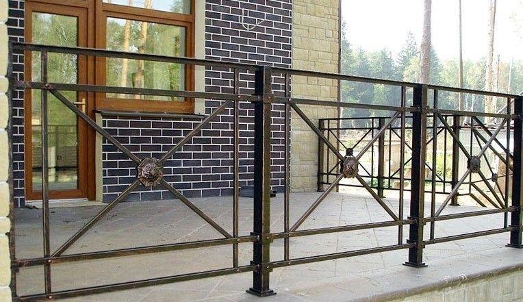 Pin By Antonio Martinez On Interyer Railing Design Iron Balcony Railing Porch Railing Designs