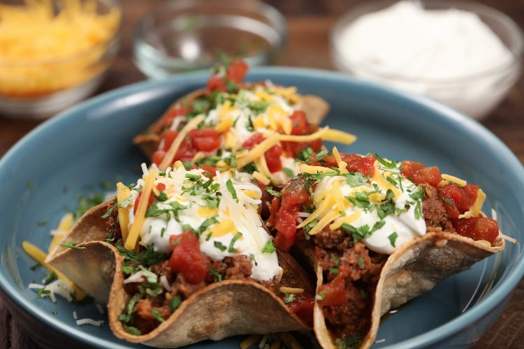 How to make slow cooker ground beef taco bowls #groundbeeftacos How to make slow cooker ground beef taco bowls #groundbeeftacos