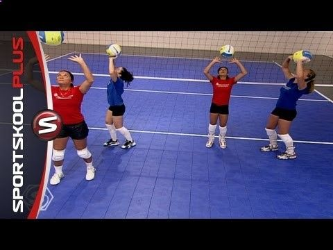 How To Improve Your Volleyball Setting With Olympic Gold Medalist Misty May Youtube Entrenar Voleibol Voleibol Ejercicios De Voleibol