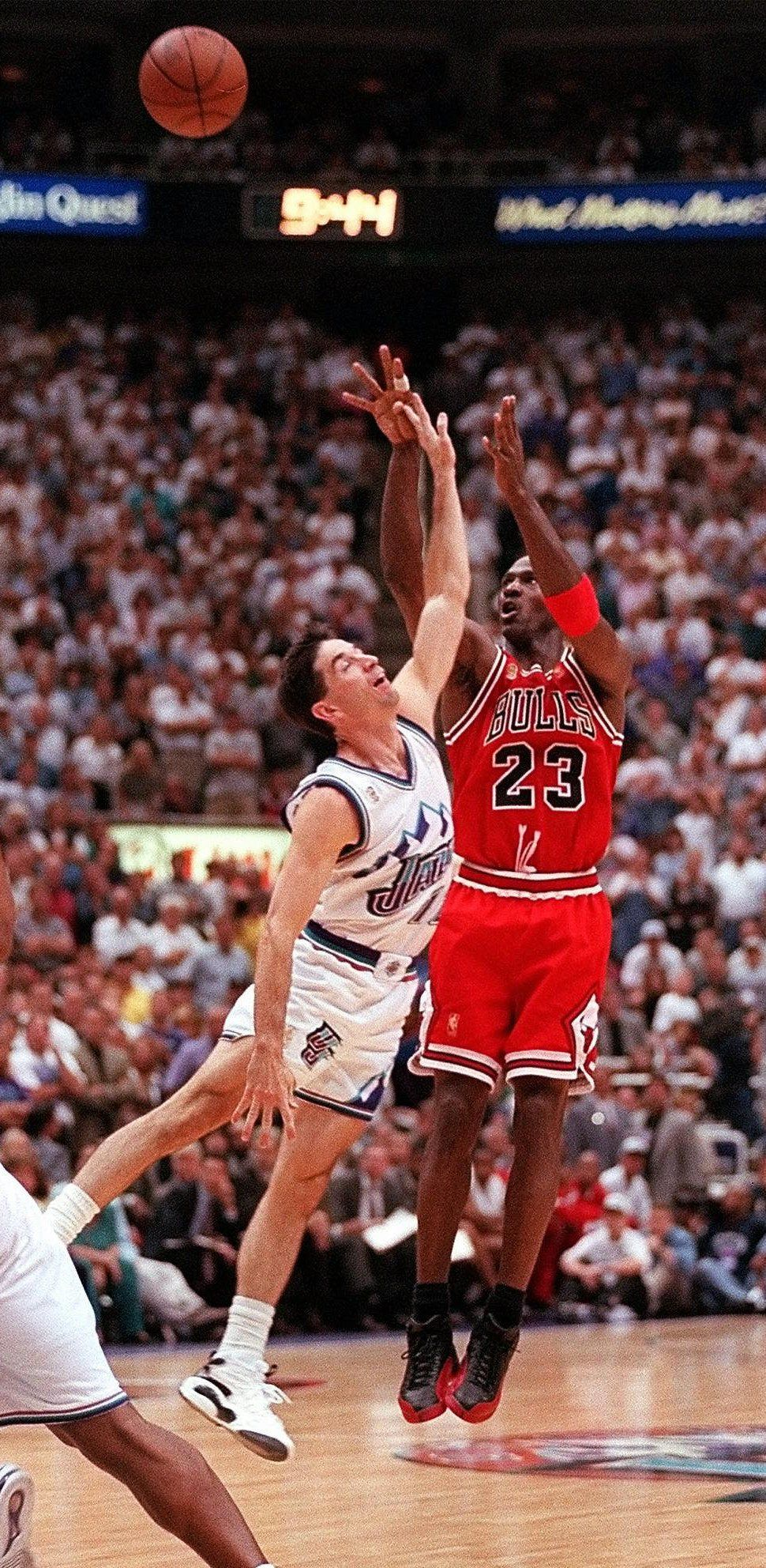 Chicago Bulls Michael Jordan makes his final 3-point shot over the top of  Utah