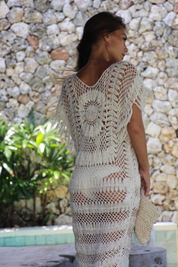 Este vestido de crochet elegante tiene una franja de patrón de ...