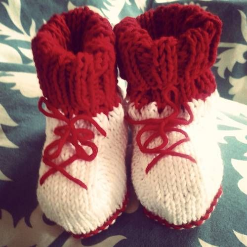 Headmistress Challenge MARCH - Baby booties by noodle-bug