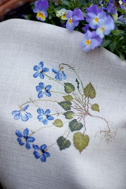 Veronique Enginger - Pensee hybride - Natural Belfast Linen, DMC
