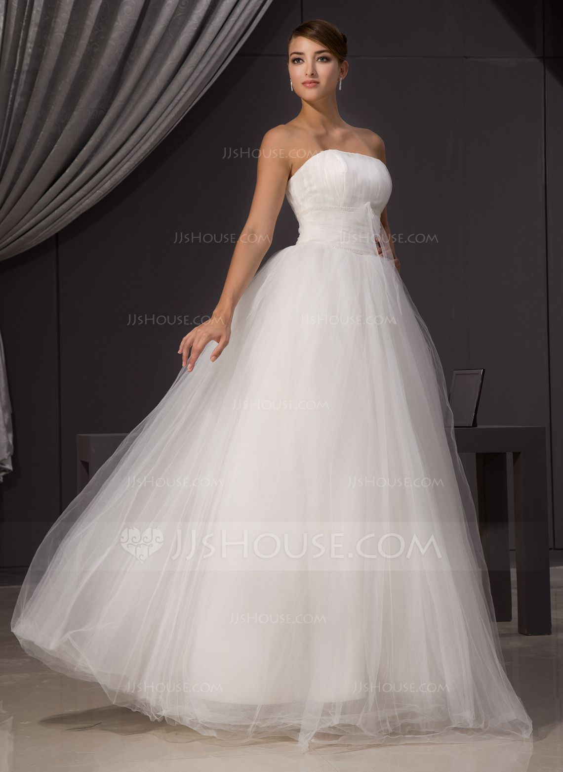 Alineprincess strapless floorlength tulle wedding dress with