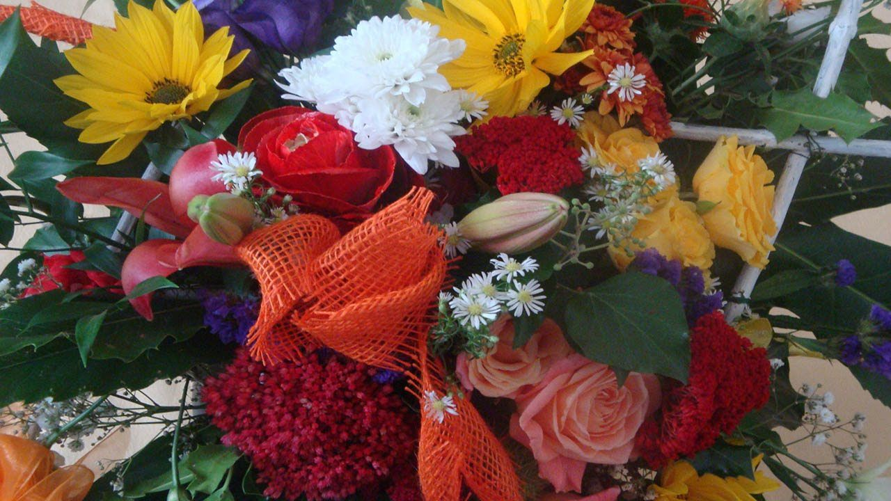 flowers bouquet dekorative blumenstr u e selber binden video anleitung blumendeko ideas. Black Bedroom Furniture Sets. Home Design Ideas