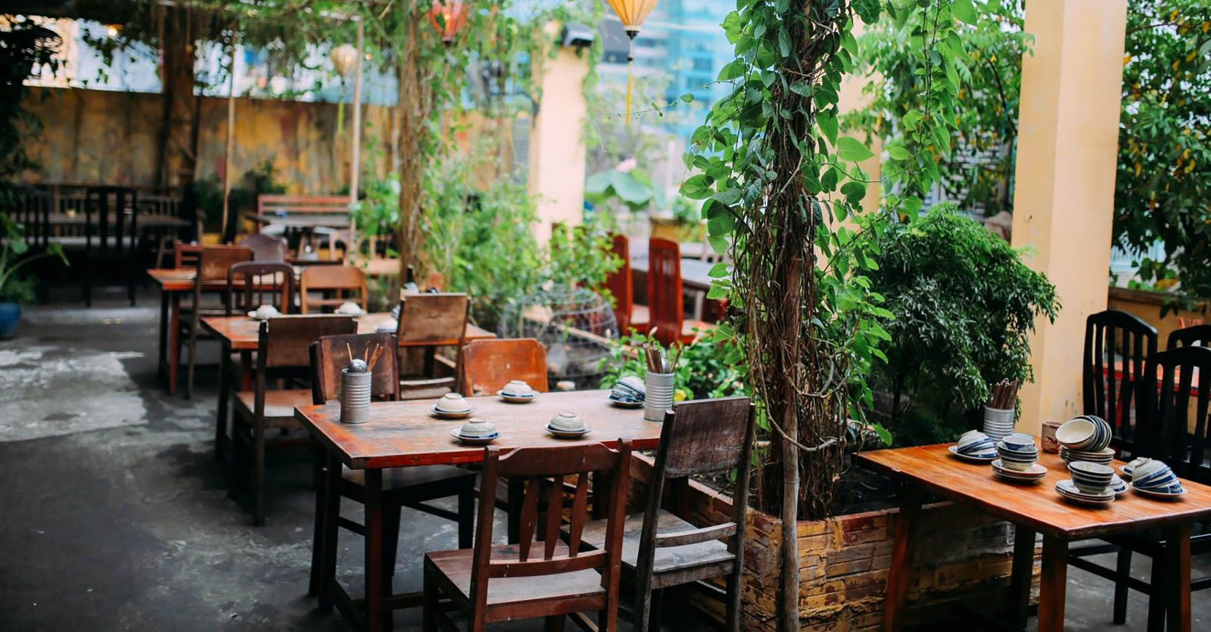 Secret Garden Restaurant Is A Favorite Among Travelers And Locals For Being One Of The Top Choices For A Tradit Rooftop Restaurant Secret Garden Vietnam Travel