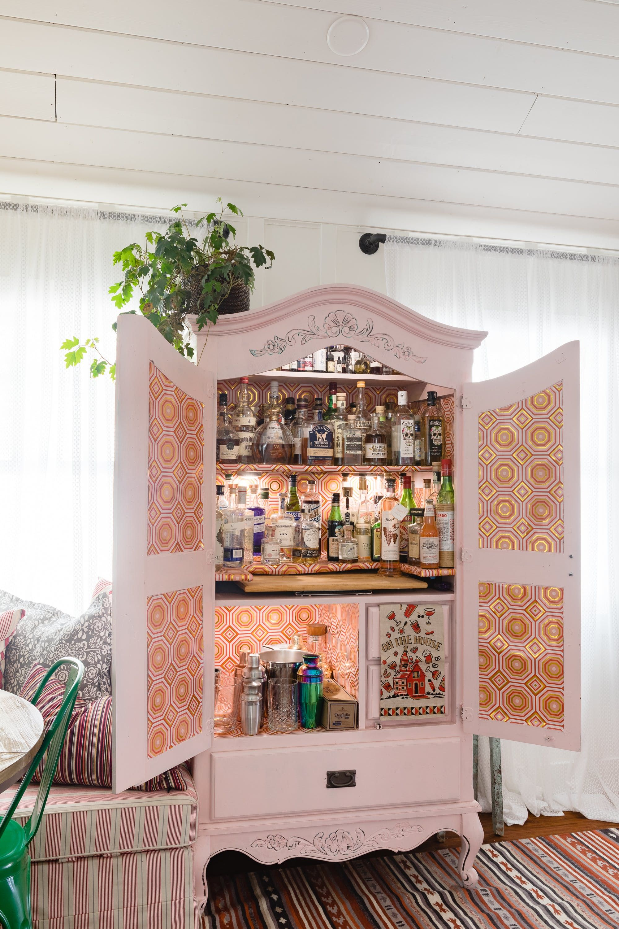 Drinking And Decorating With Chickens In A Quirky La Farmhouse Quirky Home Decor Home Furniture