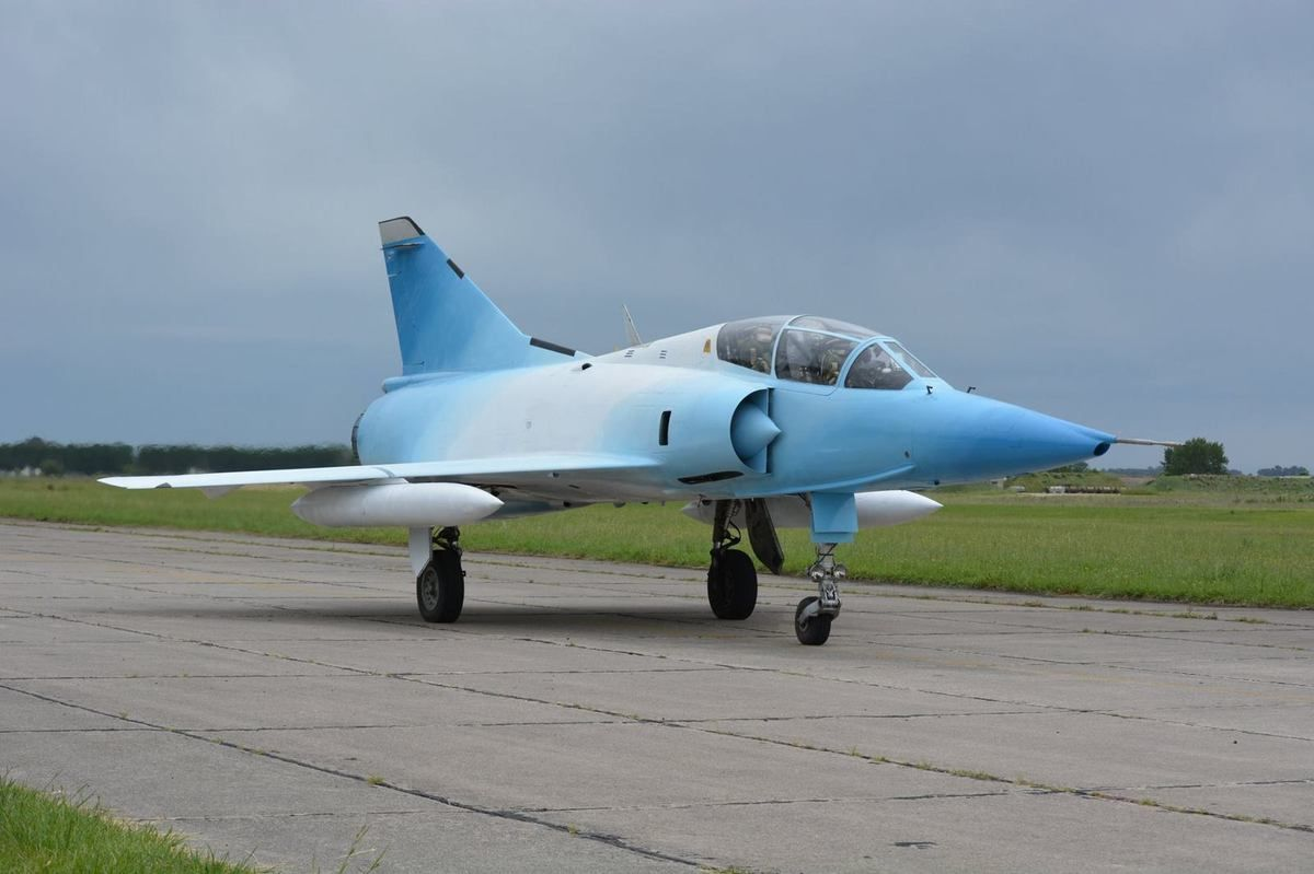 Argentine Mirage IIIDA taxiing, during a retirement ceremony.