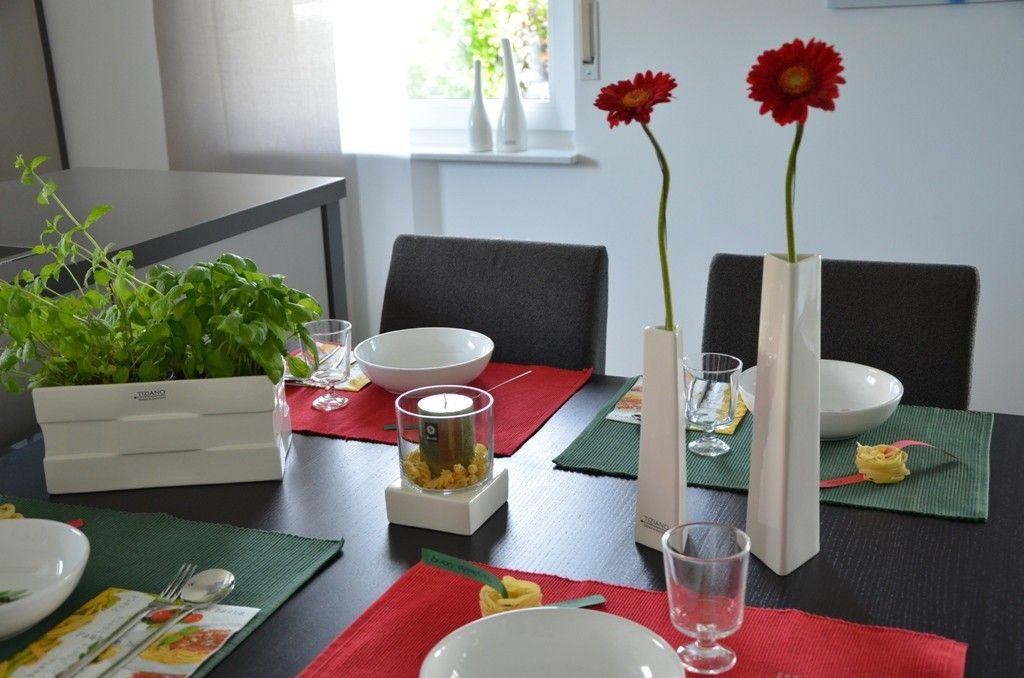 italienische tischdeko mit vase stile tiziano tischdeko pinterest italienisch tischdeko. Black Bedroom Furniture Sets. Home Design Ideas