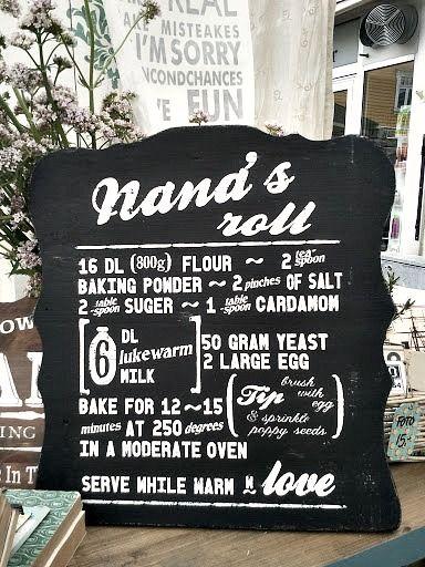 Nana's Roll sign