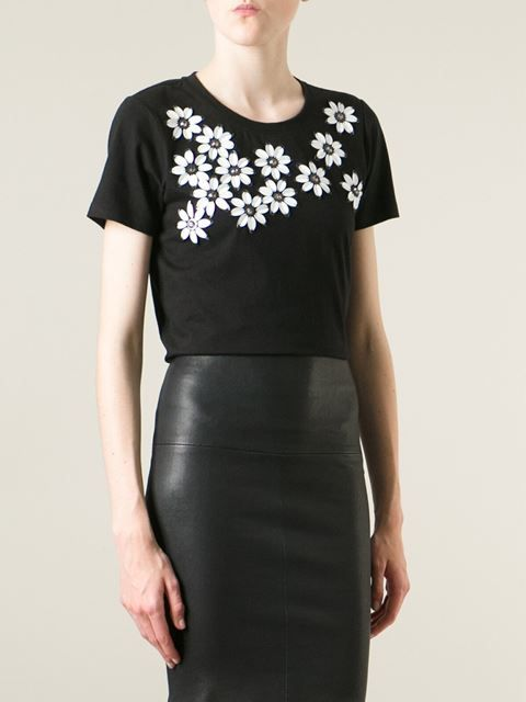 http://www.farfetch.com/mx/shopping/women/dkny-sequin-flower-short-sleeve-t-shirt-item-10930440.aspx?storeid=9383