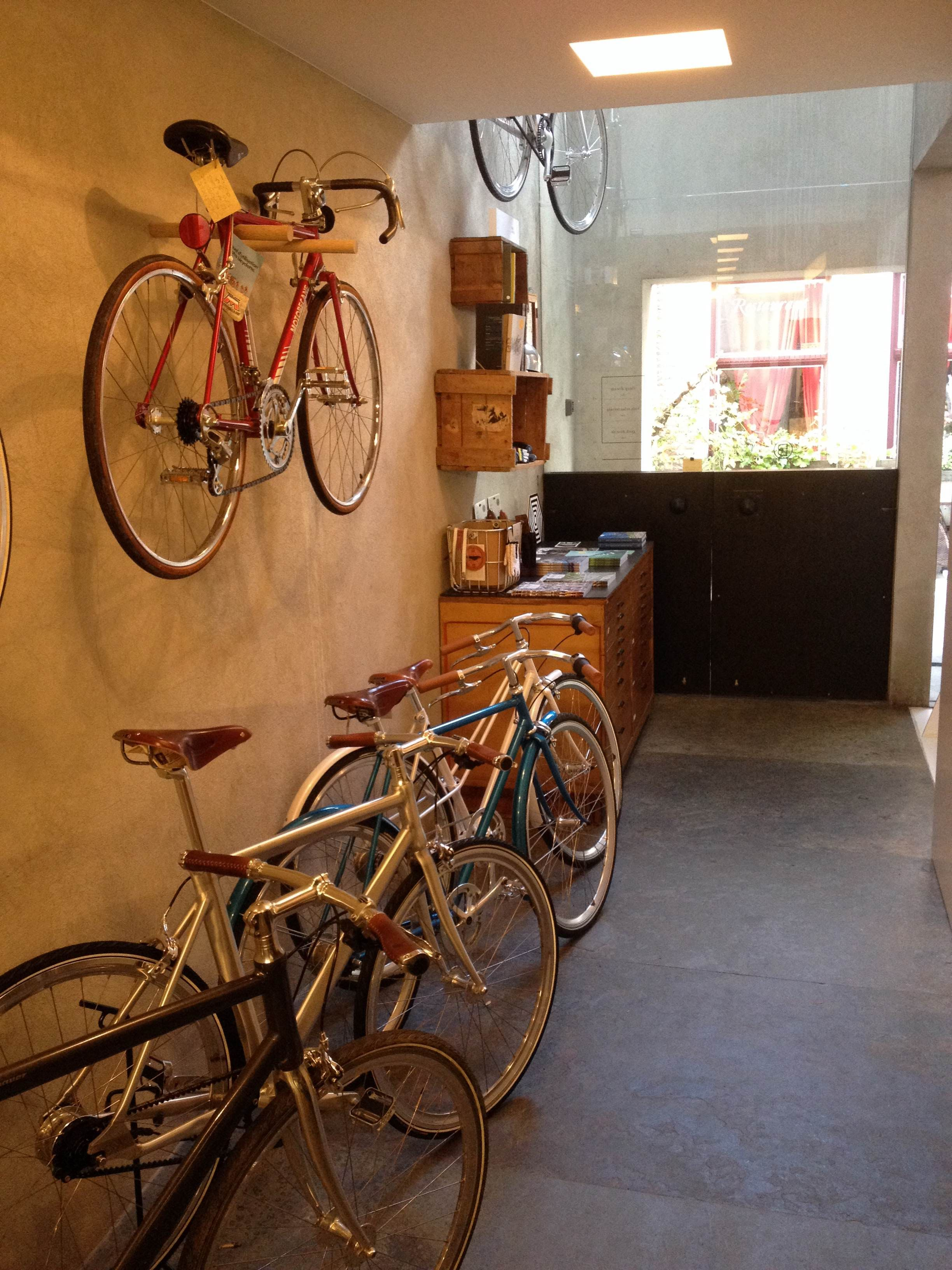 b2cc3e2ce0e Blanco Bike Luxury - Gent Bike Shops, Bicycle Shop, Cycling, Veils, Cycle