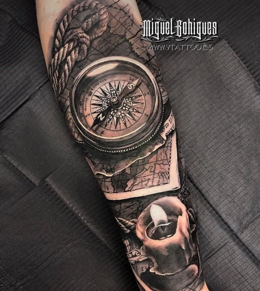 Tatuaje brujula mapa Miguel Bohigues Vtattoo