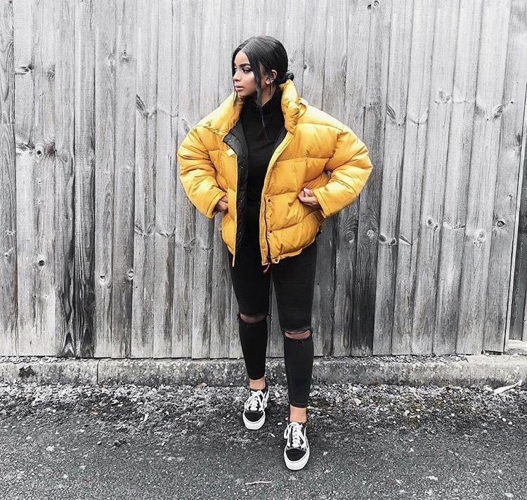 If You Live Somewhere Cold And Snowy But Still Look Like A Baddie Here Is A Outfit For You Puffer Jacket Outfit Womens Fashion Winter Chill Outfits