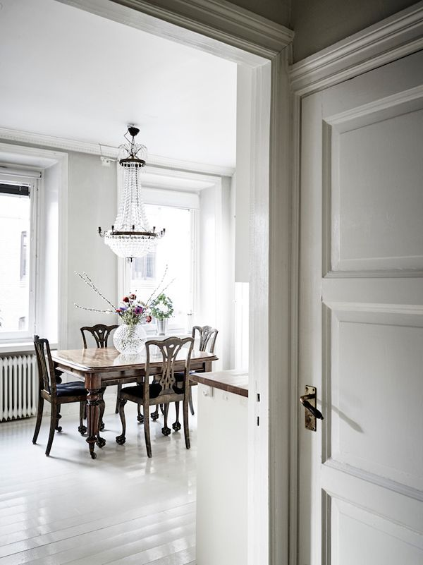 A STYLISH & BRIGHT APARTMENT IN SWEDEN | THE STYLE FILES