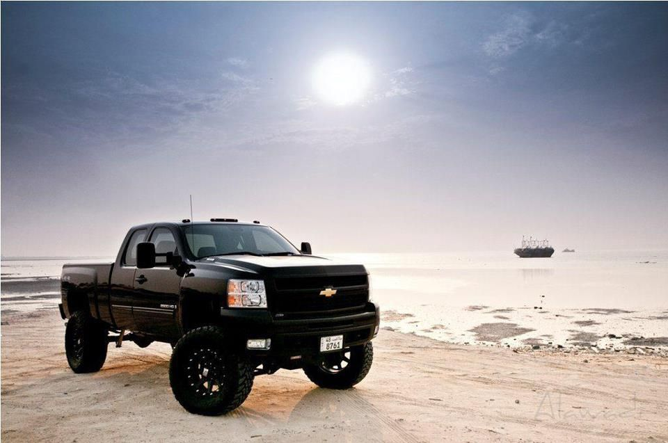 Awesome Pic Of This Blacked Out Duramax This Is Beautiful I Need This When I Get A Good Job And Start Driving Lifted Chevy Trucks